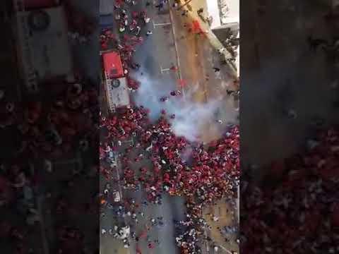 الأمن الإيفواري يطلق الغازات على الجماهير المغربية عند مدخل الملعب