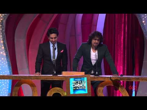 Ayushmann Khurrana and Sonu Nigam sing together for fans at the People's Choice Awards 2012 [HD]