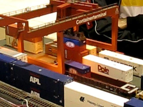 Operating Heljan Container Terminal - Brampton Train Show