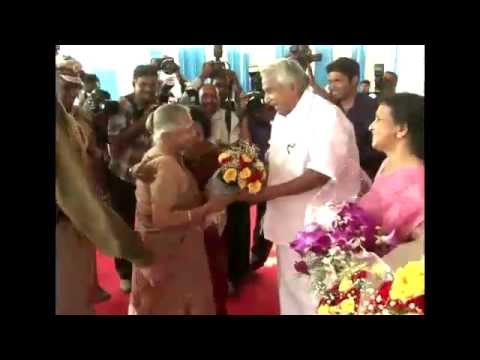 Sheila Dikshit receives warm welcome at Thiruvananthapuram Airport