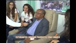 Alunos do Col�gio Loyola visitam pacientes com c�ncer em hospital de BH