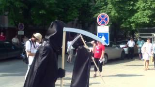 """Protest cu """"sînge"""" de vișine la Primăria Chișinău"""