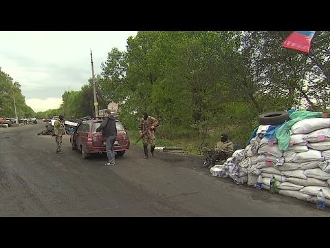 Ukraine crisis: Pro-Russian activists clash with police in Donetsk