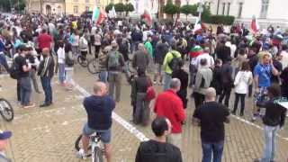 [Morning protest at Bulgarian Parliament 28.06.2013 in Full HD]