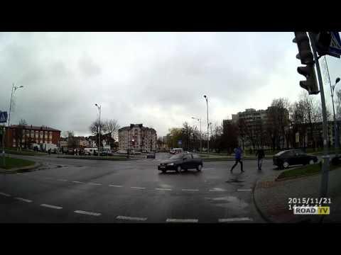 На повороте пассажир вылетел из машины.