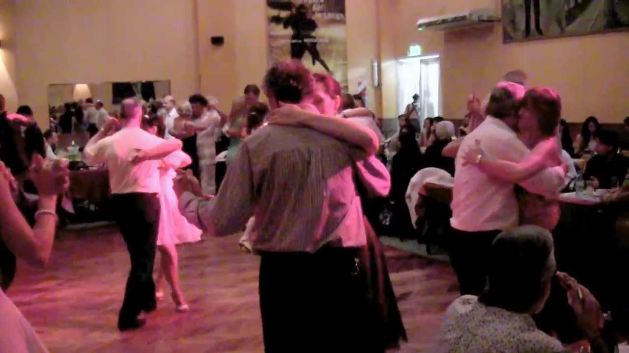 Olga y carlos neuman bailando tango en salon canning youtube for A puro tango salon canning