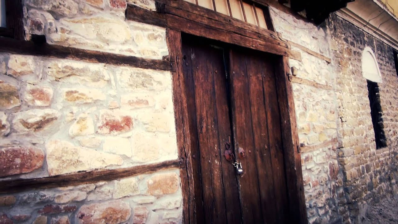 8238 puerta de madera en casa antigua medieval efectos - Puertas de madera antiguas ...