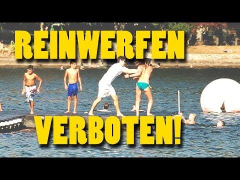 Bademeister stößt Gast ins Wasser!