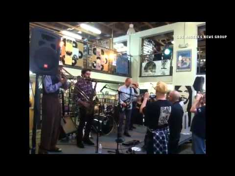 VIDEO: Wayne Kramer and the Lexington Arts Ensemble open their free Record Store Day show at Fingerp