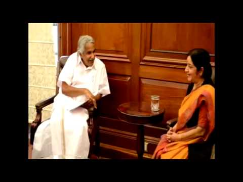 Oommen Chandy meets Sushma Swaraj, seeks steps to evacuate nurses from Iraq