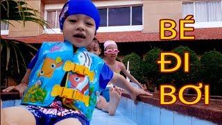 BÉ ĐI BƠI I CHIP BƠ ĐI HỒ BƠI Ở KHÁCH SẠN I BƠ SỢ NƯỚC I Baby swimming pool