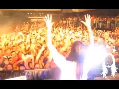 "Steve Aoki playing Tai's ""Paradise Poltergeist"" live @ Coco Rico"