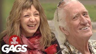 Abuelito coquetea con mujeres