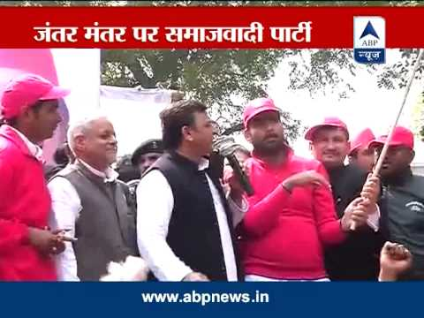 UP Chief Minister Akhilesh Yadav flags off Samajwadi Party's cycle rally in Delhi