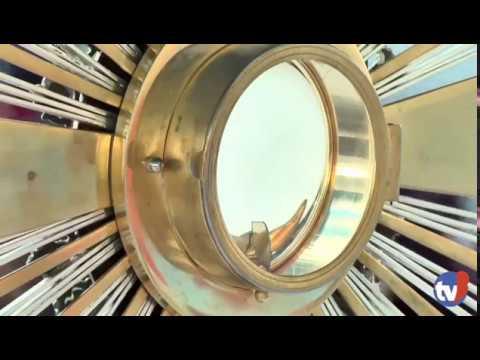Momento exato em que a porta do Ostensório se abre na Adoração | ANSPAZ