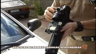 R�plica de armamentos e drogas apreendidos - 22/05/15