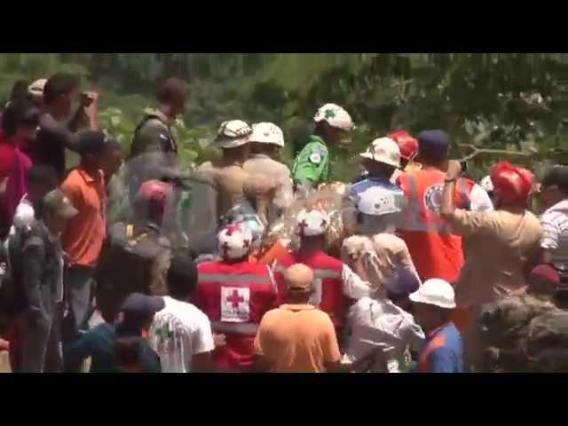 Rescatan los primeros 3 hondureños atrapados en mina de El Corpus, Choluteca.