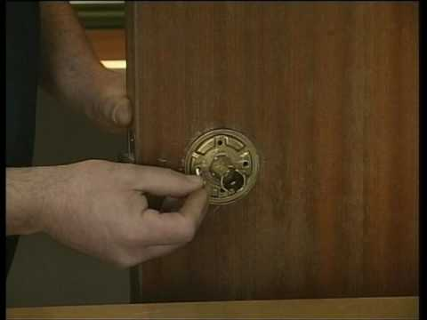 Bricolage c mo susitutir un pomo viejo de una puerta por - Cambiar pomo puerta ...