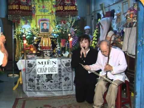 Nhac sy Hoang phuc dam tang me (tieng hat nghe si Chau Thanh)