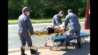 Militares simulam explos�o de carga t�xica na MG-050 em Divin�polis