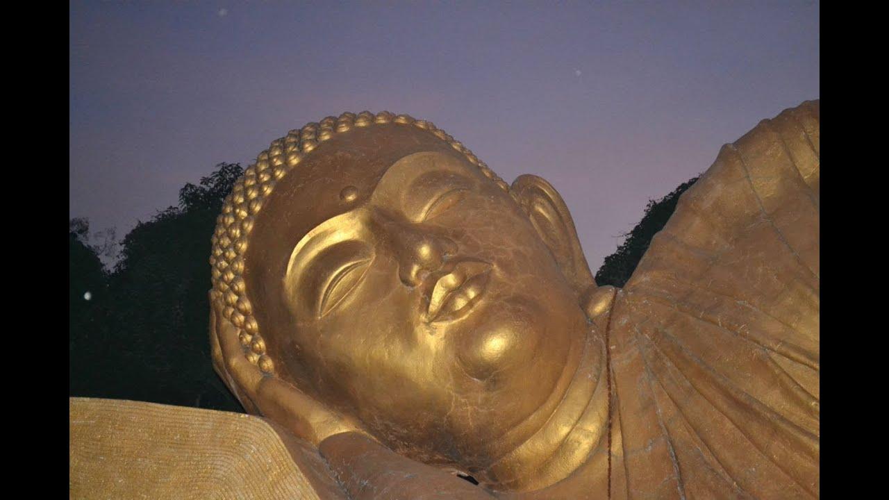 Patung Budha Tidur Raksasa di Trowulan - Mojokerto http://www.youtube.com/watch?v=rs3Er7JWAp8