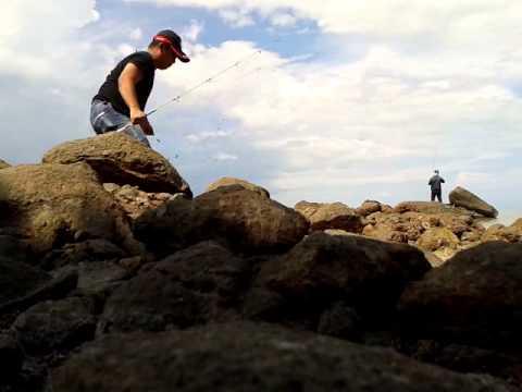 Memancing gelama di Pantai Batu Payung Tawau