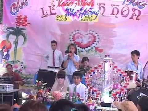 Bé gái hát đám cưới cực hay