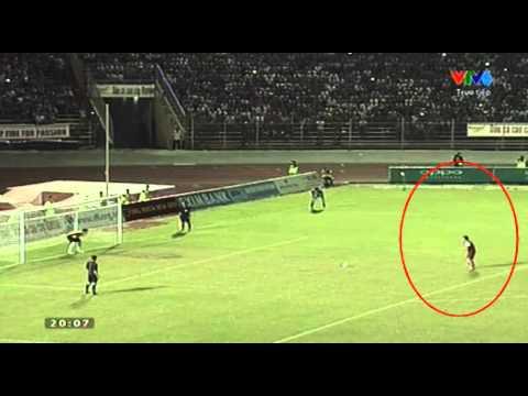 Mạnh Hùng (U21 Việt Nam) khiêu khích thủ môn U19 Hoàng Anh Gia Lai Arsenal JMG