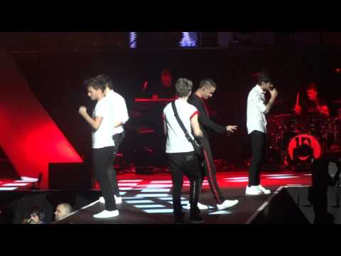 Teenage Dirtbag (Cover) - One Direction Mohegan Sun Nov. 30