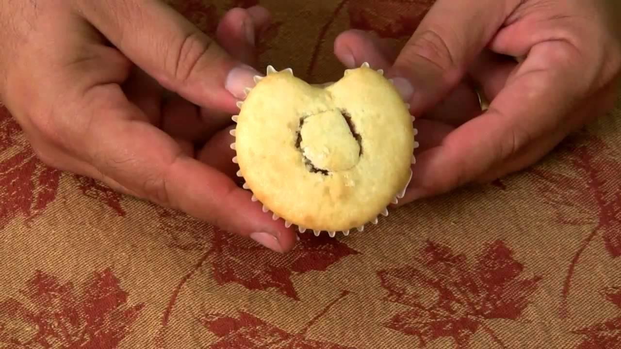 Halloween - Bleeding Heart Cupcakes - YouTube