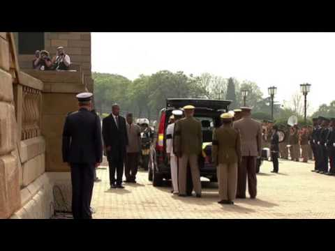 Raw: Mandela's Body Brought to Pretoria