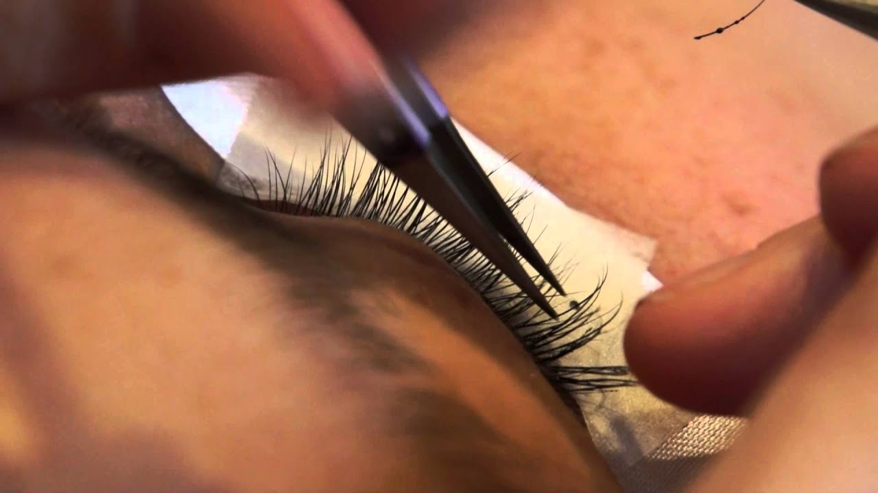 how to put on lash extensions