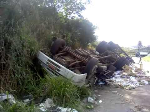 acidente na br 101 em ibiraçu km 221