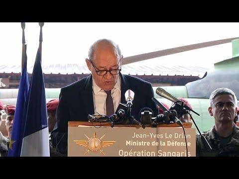 Jean-Yves Le Drian prend la parole devant les forces françaises - 13/12