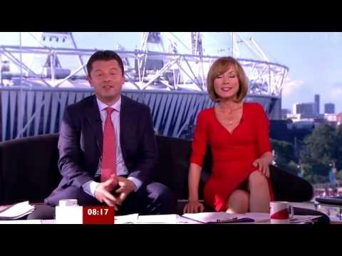 Nữ phóng viên để lộ quần lót trên truyền hình trực tiếp