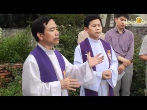 HaiNgoaiPhiemDam  - Lễ cầu hồn cho TT Ngô Đình Diệm tại mộ phần (Việt Nam)