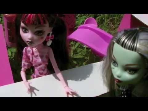 Monster High Doll Adventures Episode 13 - Draculaura's Mustache Emporium