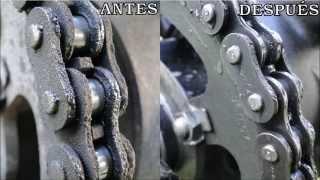 Limpiar cadena de moto rápidamente sin tocarla