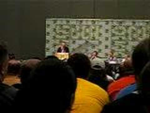 "Rob Paulsen sings ""Yakko's World"" at Comic-Con 2006"