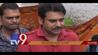 PAWAN KALYAN at Sangareddy; mingles with fans..