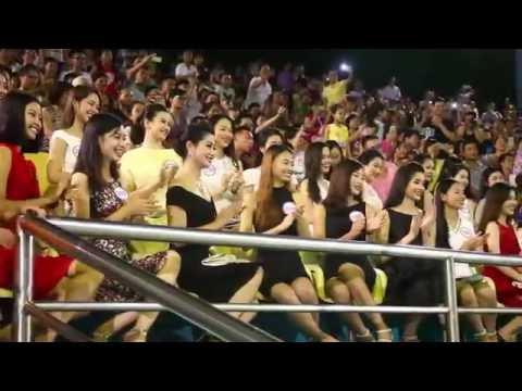Xem biểu diễn cá heo tại cung nhạc nước Tuần Châu cùng thí sinh Hoa hậu Việt Nam