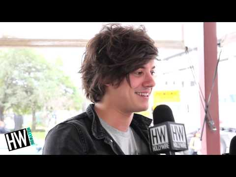 London Grammar Reveal Celebrity Crushes & More! (FUNNY HOT SEAT)