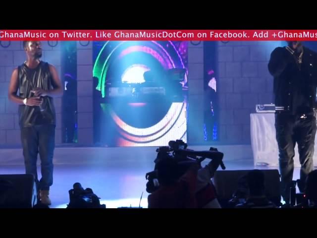 Sarkodie - Female fan emotionally gets on stage to meet Sarkodie | GhanaMusic.com Video