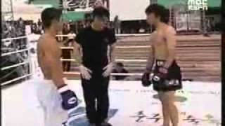 Taekwondo Vs Muay Thai (Crazy KO)