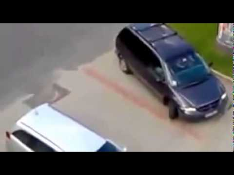 Video Lucu Wanita Parkir (Girl Trying to Park)