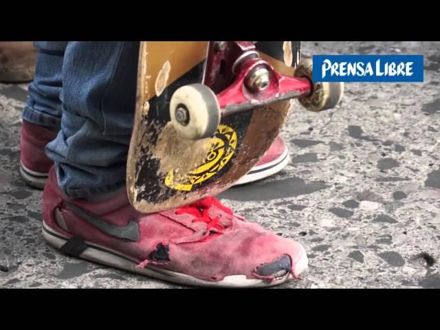 Jóvenes exigen área para practicar skateboarding