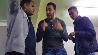 بالفيديو.. شوف طالب مغربي كيفاش حفظ الدروس ديالو.. الطريقة ستشاهدها لأول مرة   |   بــووز