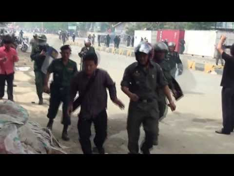 Phnom Penh Police Officer Orders Police Force to Crackdown Protestors