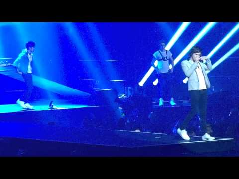 One Direction - Tell Me A Lie (Mohegan Sun Arena 11/30/12)