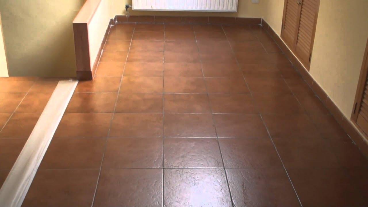 Tratamiento de suelos duros barniz cera 25 youtube - Cera para suelos ...